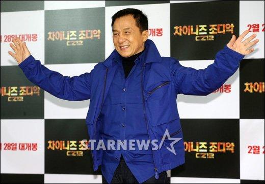 [★포토]성룡 '오늘 컬러는 블루!'