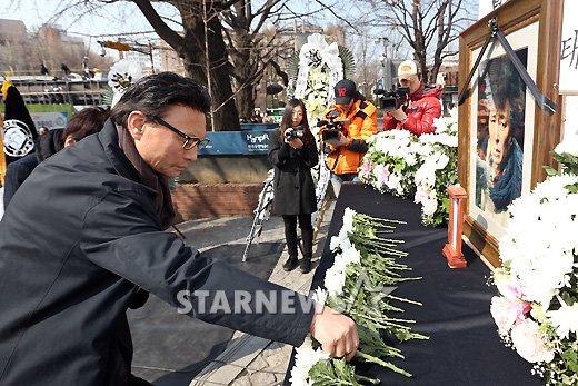 [★포토]헌화하는 최주봉