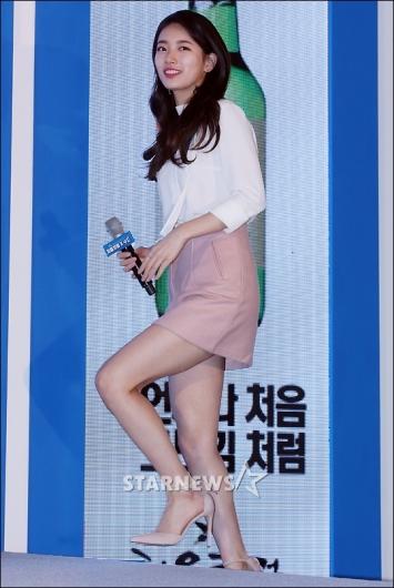 [★포토]수지 '미니스커트 각선미'