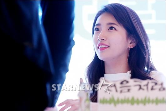 [★포토]수지 '초콜릿 보다 달콤한 눈맞춤'