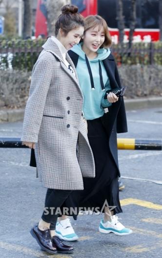 [★포토]홍진영, '차오루와 즐거운 출근길'