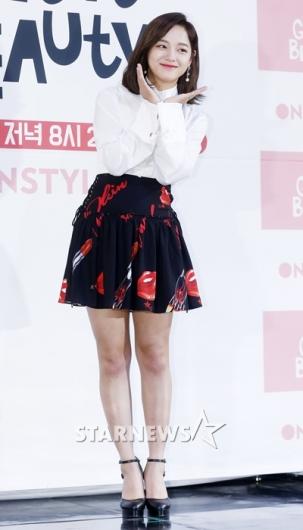 [★포토]김세정, '상큼 발랄 꽃받침'