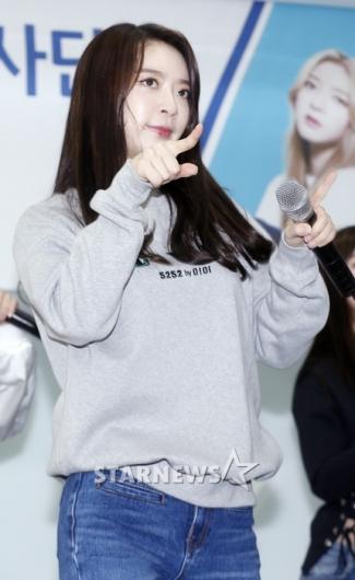 [★포토]아영, '귀엽게 콕!'