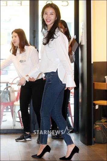 [★포토]김정민 '청바지+흰셔츠, 건강미소'