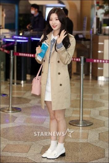 [★포토]정채연 '트렌치코트 공항패션'