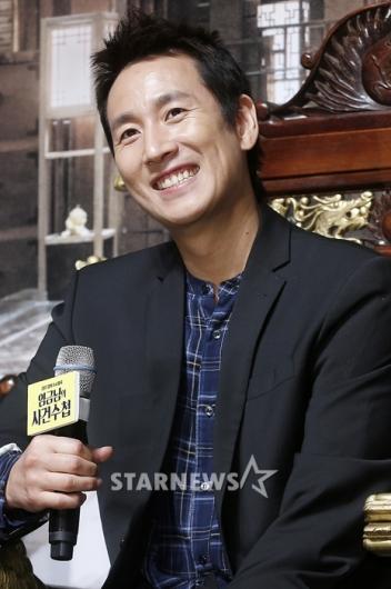 [★포토]이선균, '슈퍼갑 임금님의 스윗 미소'
