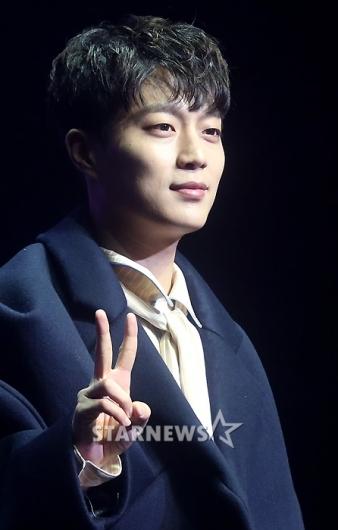 [★포토]윤두준, '그룹 하이라이트 데뷔했어요'