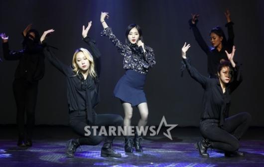 [★포토]아이디, '화려한 데뷔 무대'