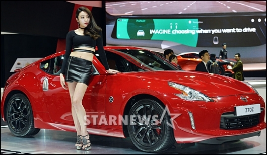 [★포토]'서울모터쇼' 레이싱모델, 차 보다 더 시선이 가네