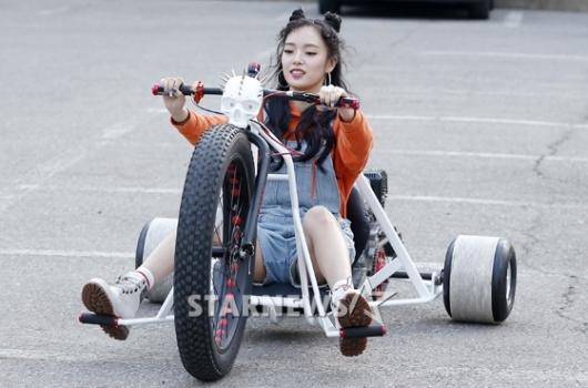 [★포토]와썹 수진, '출근길 시선강탈 라이딩'
