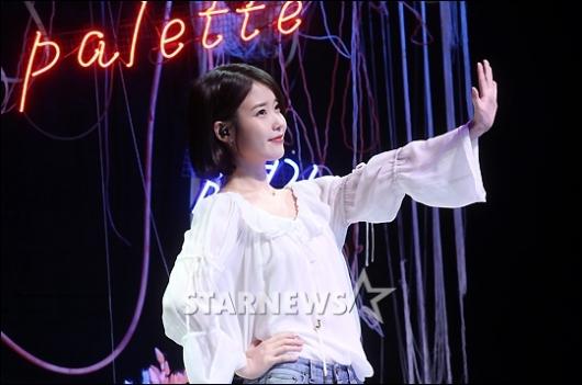 [★포토]아이유 '3년 반 만에 정규앨범'