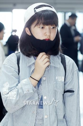 [★포토]안서현, '부끄러워 마스크에 쏙'