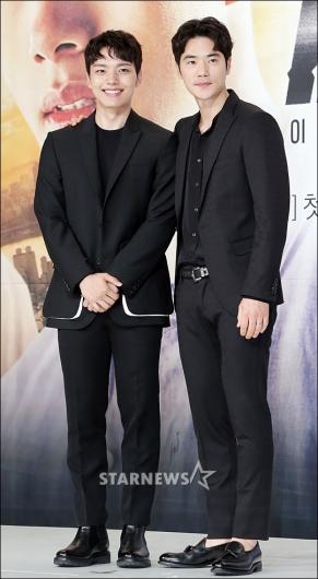 [★포토]여진구-김강우, '블랙으로 맞춘 패션'