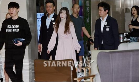 [★포토]구혜선, '백화점 시선 한 몸에'