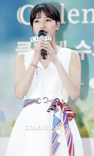 [★포토]수지, '스카프로 가녀린 허리 강조'