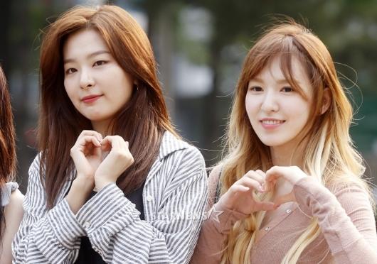 [★포토]슬기-웬디, '우열 가리기 힘든 매력 하트'