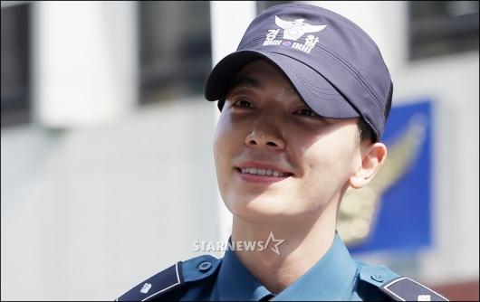 [★포토]동해 전역, '행복한 미소'