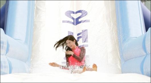 [★포토]미코 진 서재원, '도심 속 워터슬라이드'