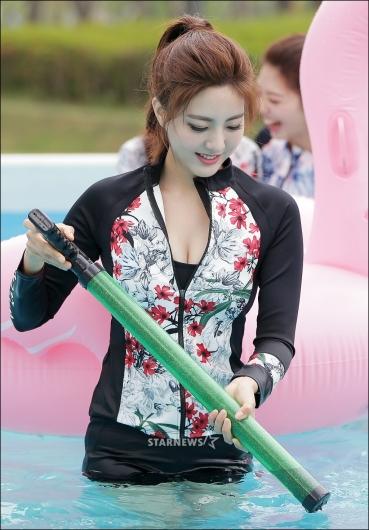 [★포토]미코 미 이수연, '물총 준비'