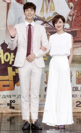 [★포토]신성록-이소연, '실제 커플 뺨치는 케미'