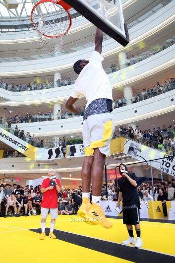 [★포토]앤드류 위긴스, '이것이 NBA의 점프!'