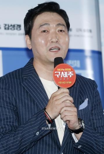 [★포토]이준혁, '최성국 선배와 함께 해 기뻐'