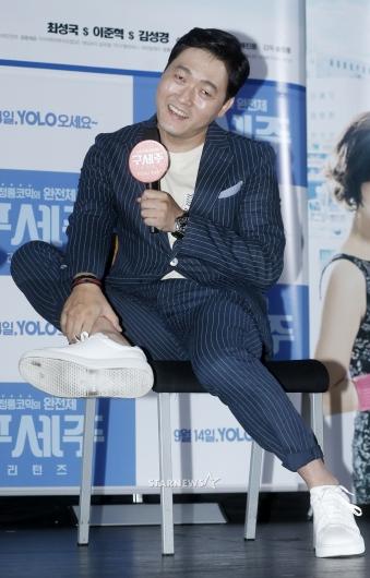 [★포토]이준혁, '제 매력 부위는 발목이에요'