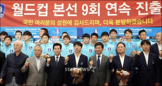 [★포토]축구대표팀, '더욱 분발하겠습니다'