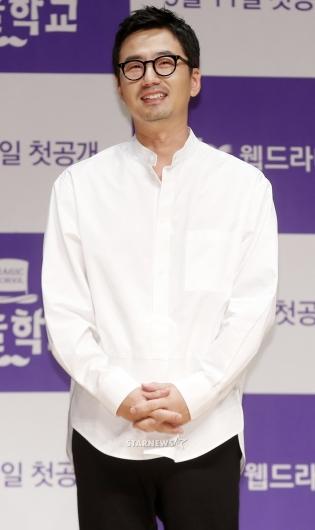 [★포토]류승수, '어색한 미소 살짝'