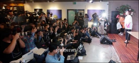 [★포토]'노출신 공방' 기자회견 갖는 곽현화