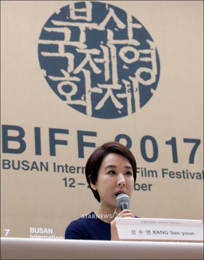 [★포토]'부산국제영화제' 인사말하는 강수연 집행위원장