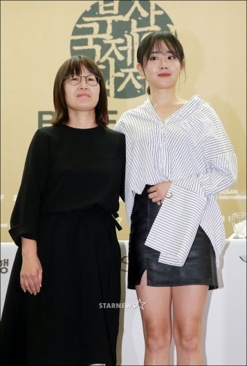 [★포토]신수원 감독-문근영, 'BIFF 개막식 때 만나요'
