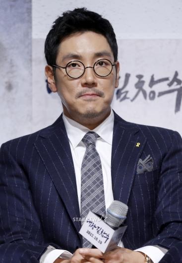 [★포토]조진웅, '동그란 안경 속 카리스마'