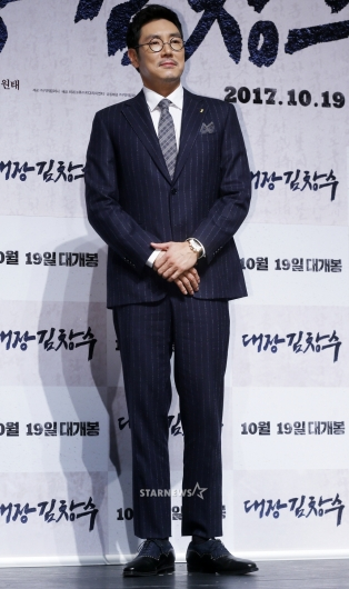 [★포토]조진웅, '다이어트로 완성된 수트핏'