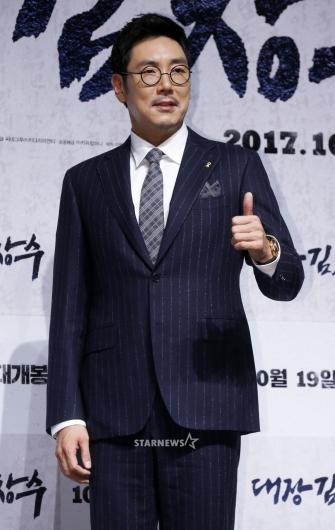 [★포토]조진웅, '대장 김창수의 엄지'