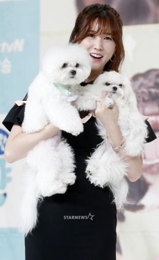 [★포토]이수경, '귀여운 강아지와 닮은 외모'