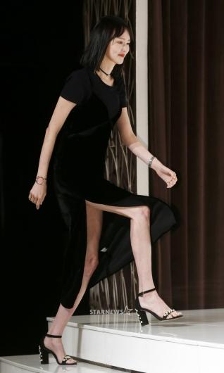 [★포토]이혜정, '시원하게 트인 롱 드레스'