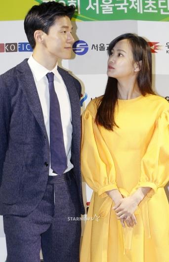 [★포토]윤승아, '남편 바라보는 꿀 눈빛'