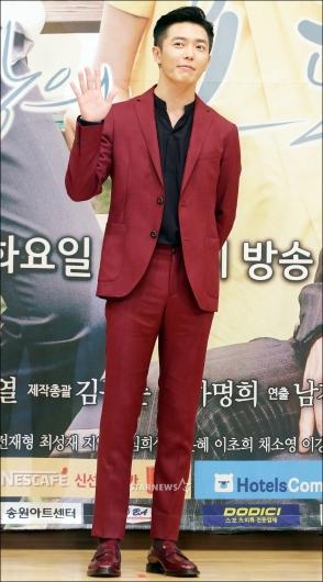 [★포토]김재욱, '스타일리시한 슈트'