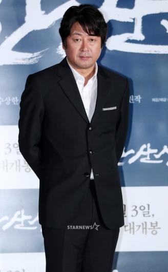 [★포토]김윤석, '믿고 보는 배우의 눈빛'