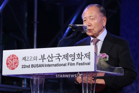 [★포토]축사하는 김동호 이사장