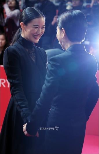[★포토]아오이 유우, '위원장님 오랜만이에요'
