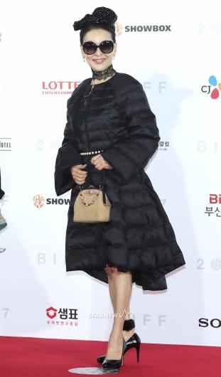 [★포토]윤석화, 'BIFF 왔어요'