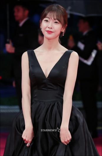 [★포토]고원희, '아찔한 V라인 드레스'