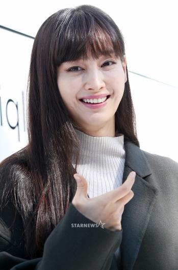 [★포토]이나영, '미소를 닮은 포즈 살짝'