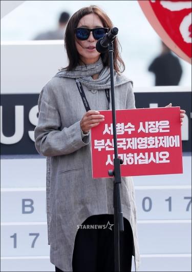 [★포토]인사말 하는 방은진 감독