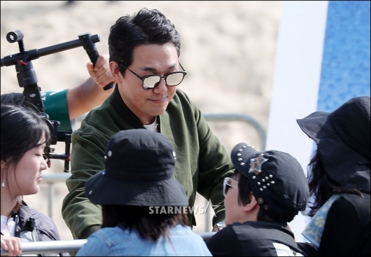 [★포토]박성웅, '손 한 번 잡아드릴게'