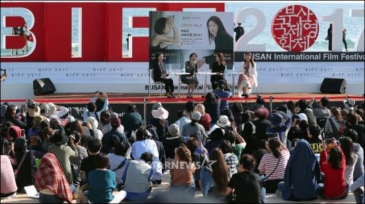[★포토]나카야마 미호-문소리, '여배우들의 BIFF 나들이'