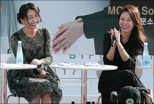 [★포토]나카야마 미호-문소리, '기분 좋은 미소'