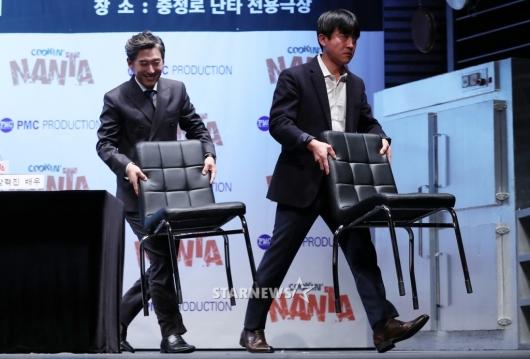 [★포토]김원해-장혁진, '내 의자는 내가 직접'